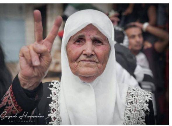 """""""صورني بلكي ابني بفلسطين شافني"""".. الابن: نعم رأيتك ويكاد شوقي إليك يقتلني"""