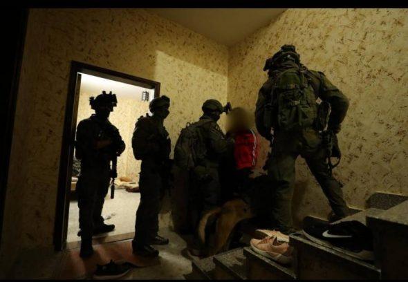 الاحتلال يعتقل 20 فلسطينيا بالضفة المحتلة