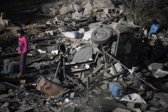 """""""الإعلام الحكومي"""": 90 غارة إسرائيلية على غزة بالعدوان الأخير"""