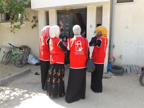 ضمن سلسلة برامجه للحد من كورونا «لجان العمل النسائي»  ينظم حملة توعية لللمواطنين غرب خانيونس