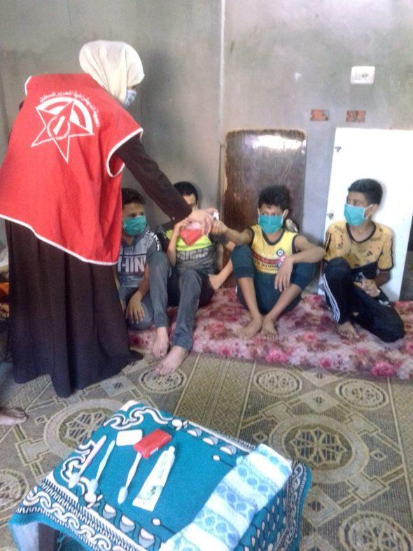 «العمل النسائي» ينظم حملة توعوية للوقاية من مخاطر كورونا على الأطفال في مخيم المغازي.